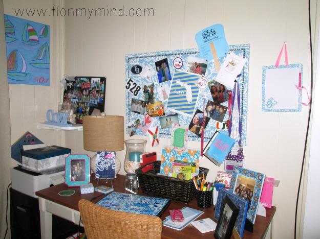 preppy Lilly pulitzer girly work space desk www.flonmymind.com
